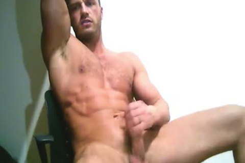 Ripped European stud Sprays A large Load On Chest